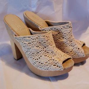 Aldo crochet wood peep toe heels biege size 7 (37)
